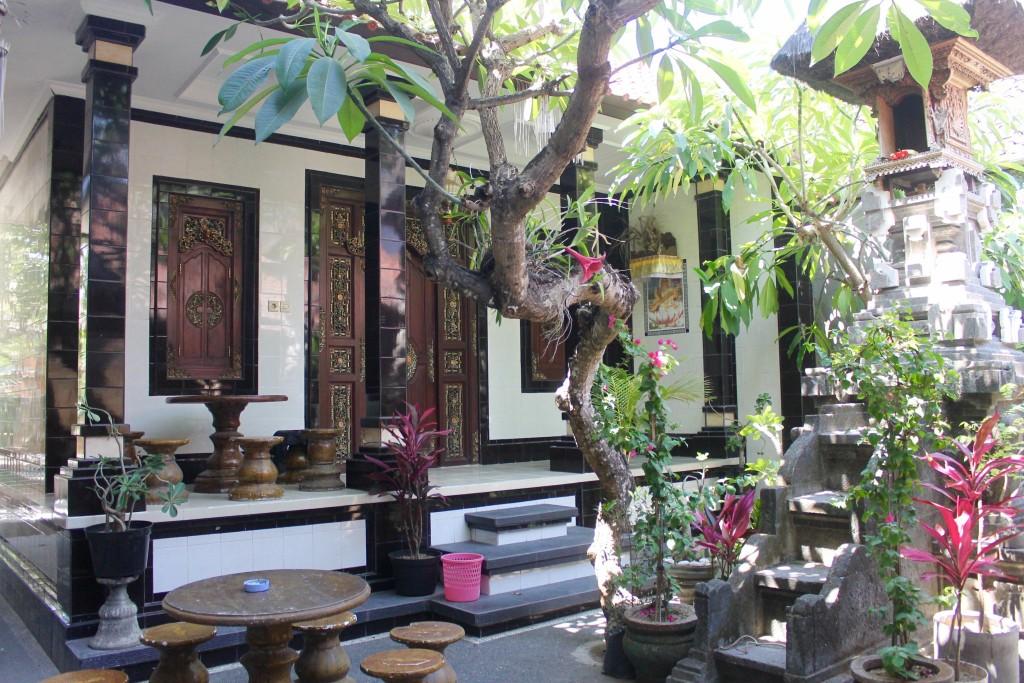 Guesthouse Pondok Satwa common/breakfast area