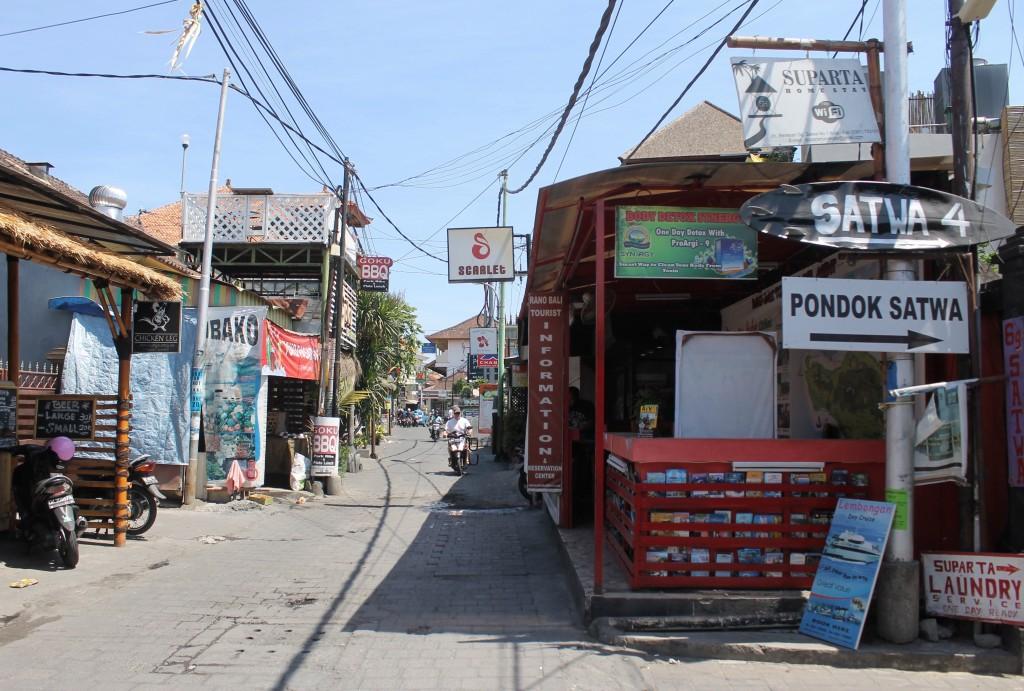 Many budget accommodation options on Jalan Benesari & the surrounding area