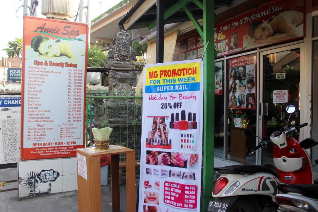 One of the many beauty salons, Jalan Benesari