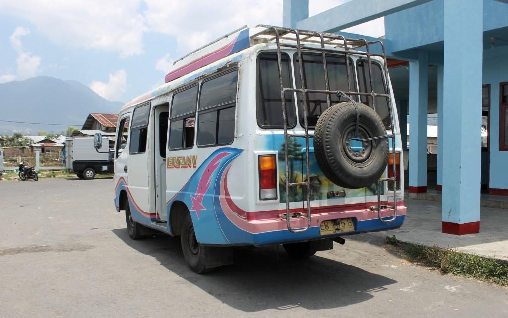 Labuan Bajo to Ruteng Bus