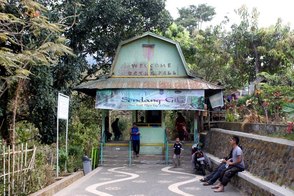 Senaru Sendang Gile Tiu Kelep Waterfalls Entrance