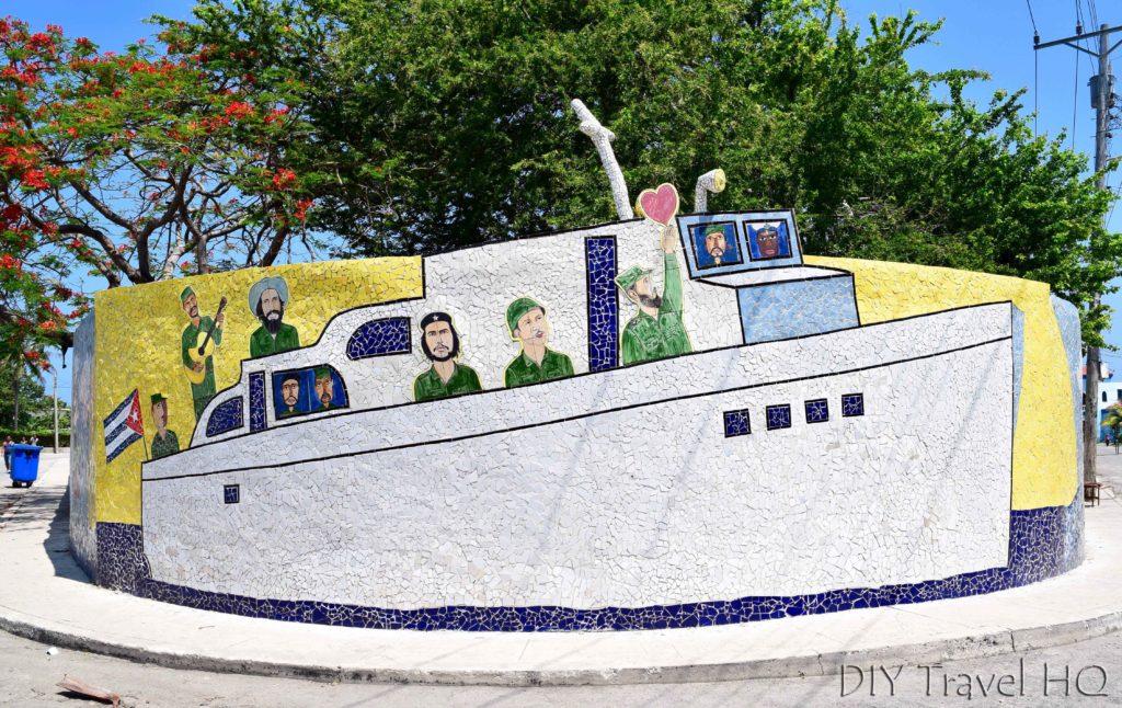 Granma yacht mural in Fusterlandia