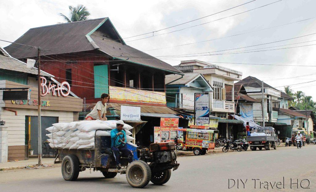 Dusty streets & rusty tracks in Dawei