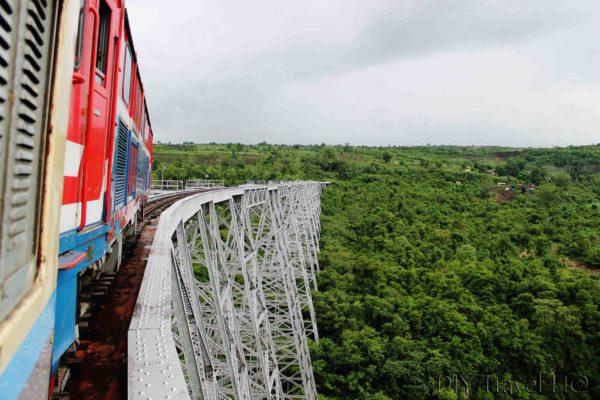 Train crossing Gokteik Viaduct