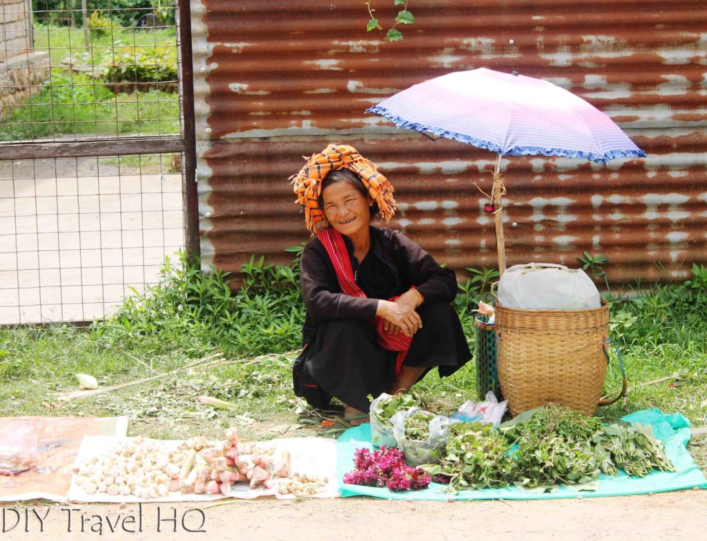 Pa-O tribe woman at market