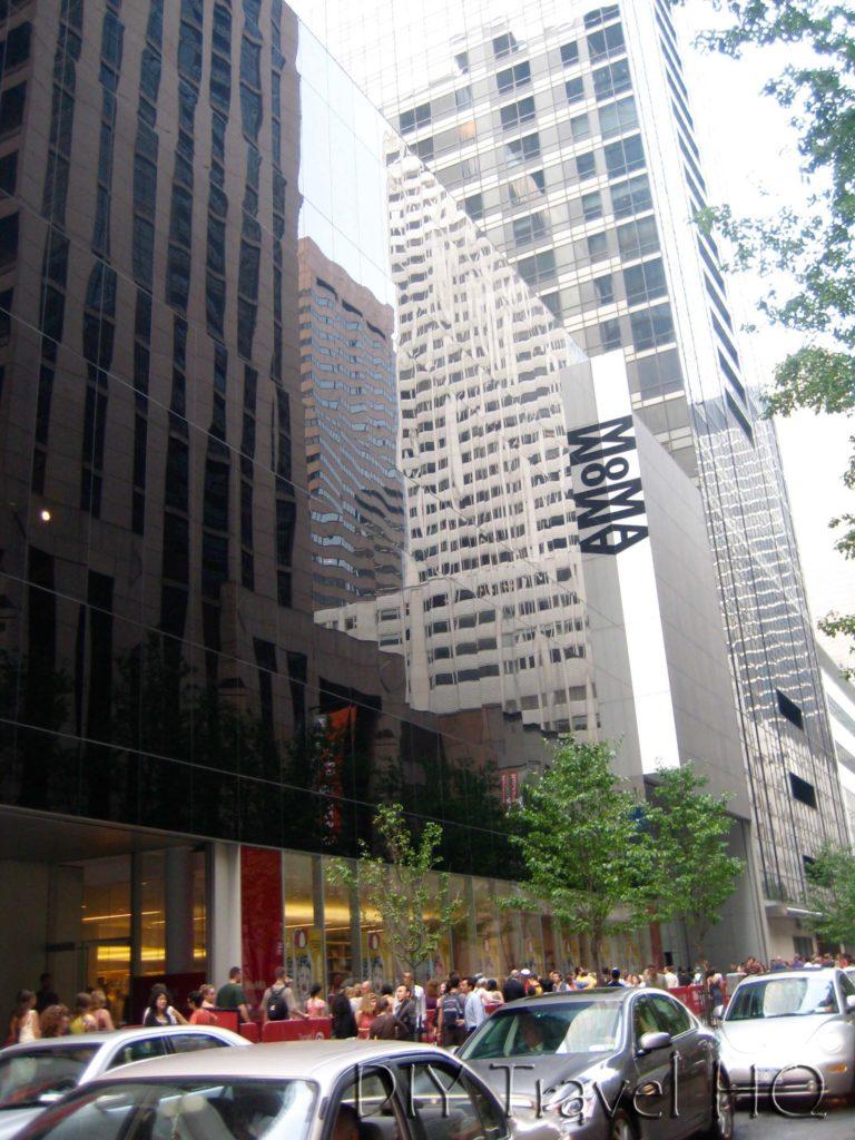Free Fridays queue MOMA