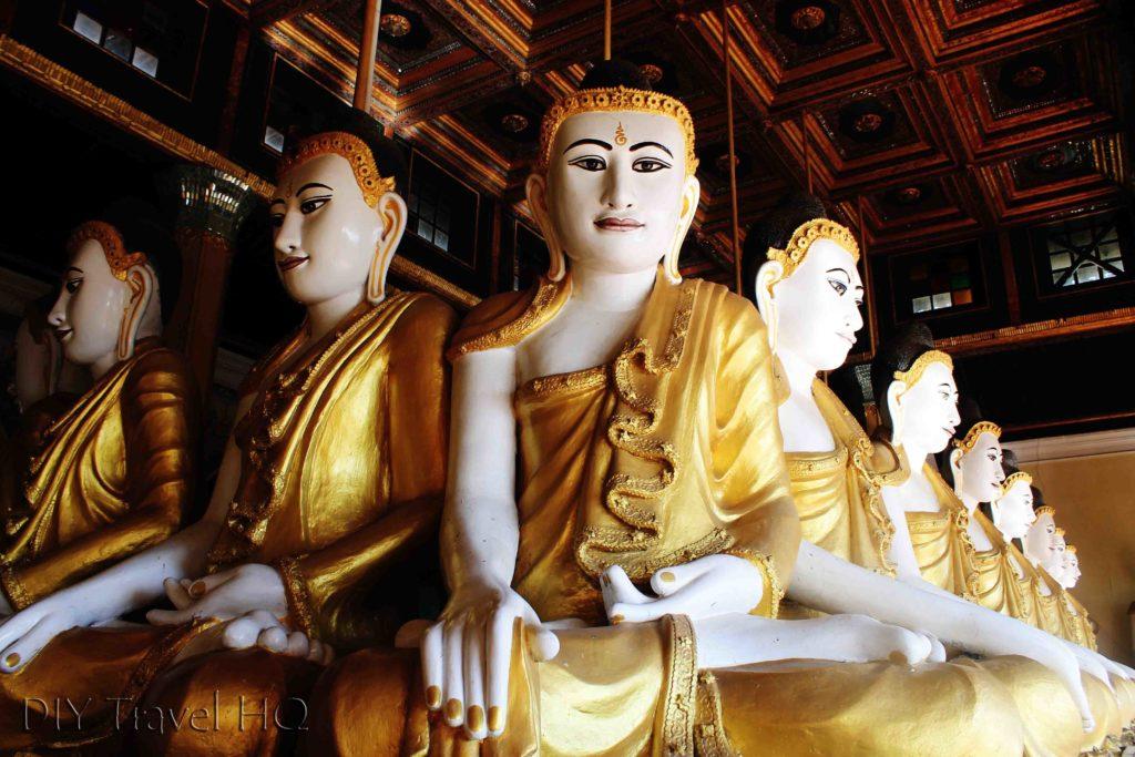 Sitting buddhas in Mawlamyine