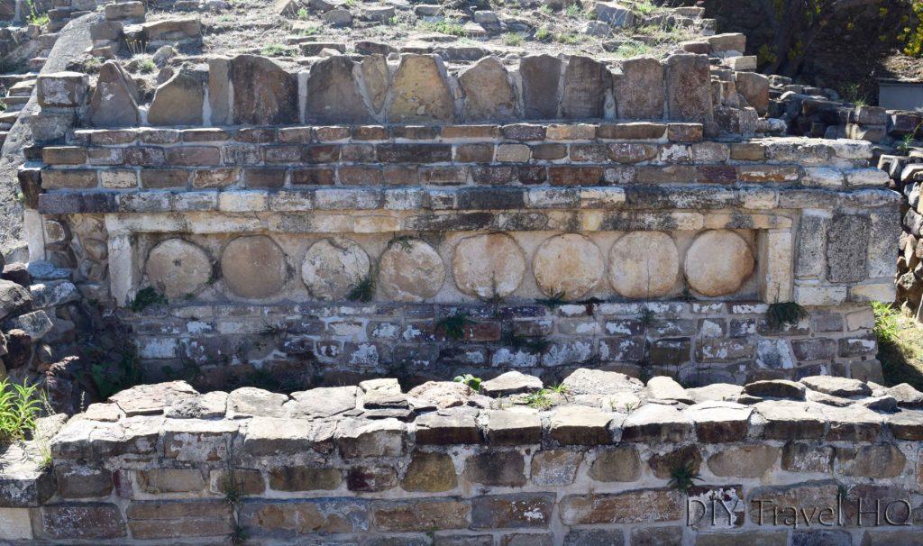 Monte Alban Ruins Edificio Enjoyado