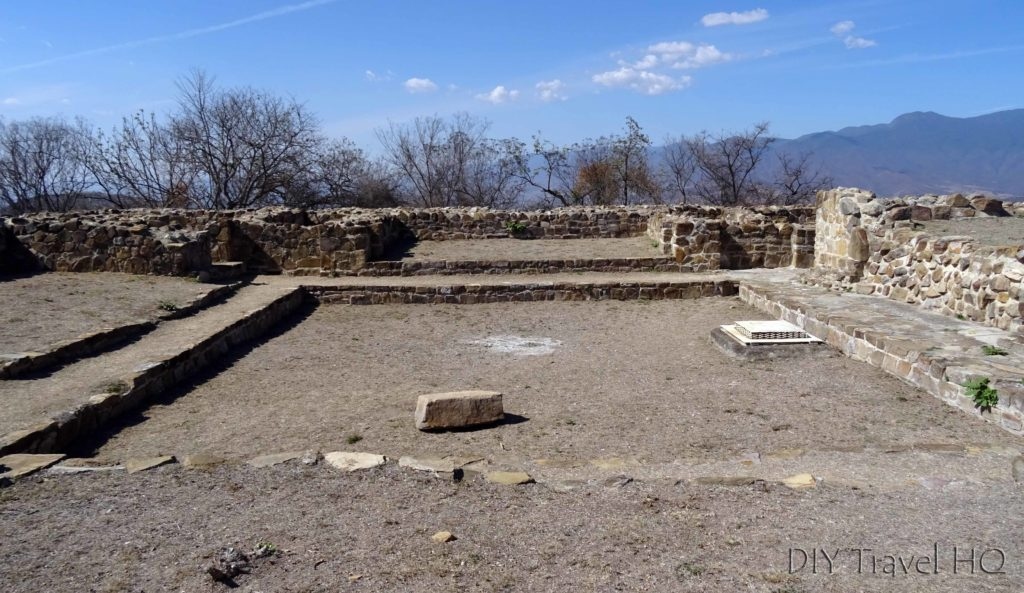 Monte Alban Ruins Hacia la Tumba 104