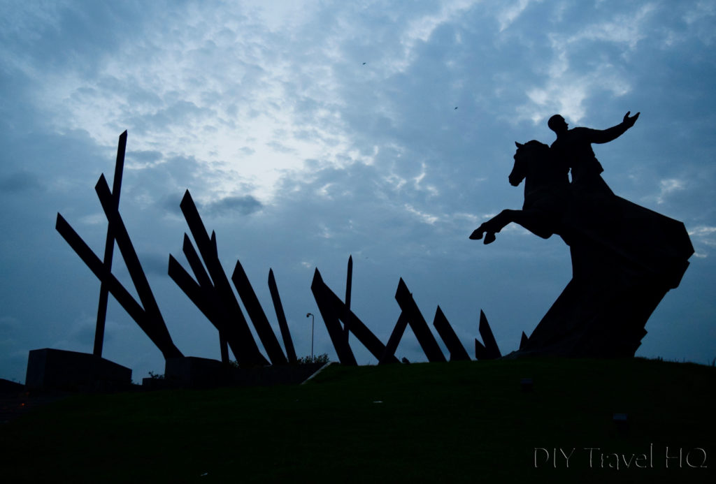 Silhouette of Antonio Maceo statue
