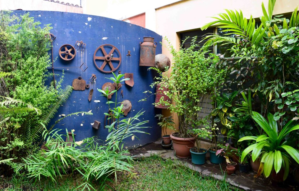 Casa Frolaz quirky garden art