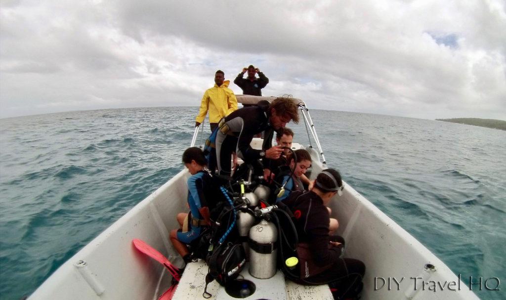 Dos Tiburones dive boat