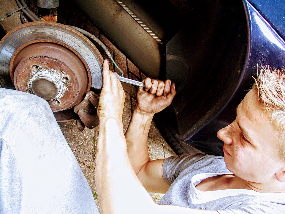 5 Steps for Easy DIY Brakes Repair while Travelling