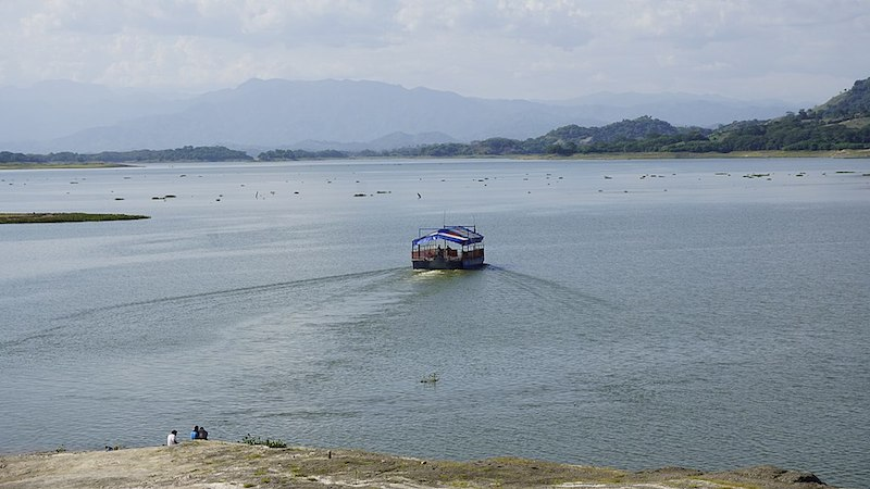 Boat on a lake, one of the things to do in El Salvador