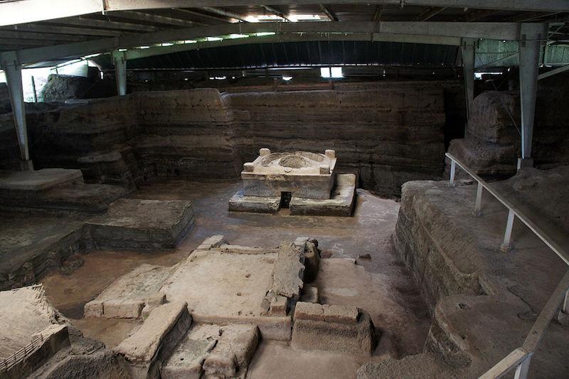 Maya ruins undercover at Joya de Ceren