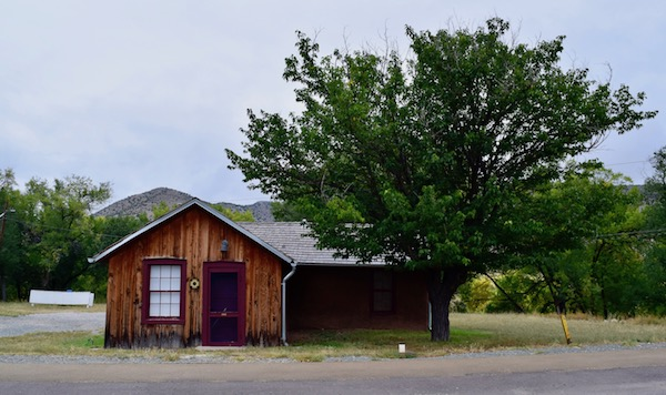 Old house and tree at Lincoln Historic Site