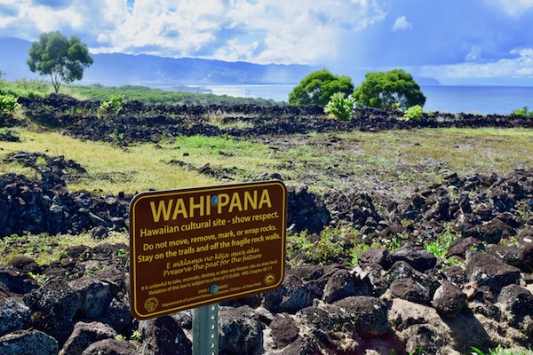 Sign at Pu'u O Mahuka Heiau ruins - Oahu attractions
