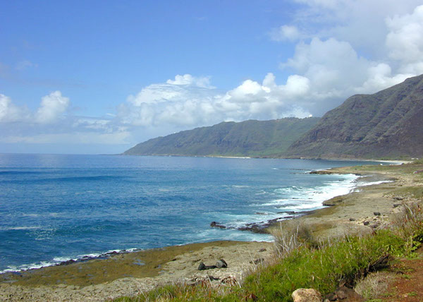 Mountain and see view at Ka'ena Point Oahu