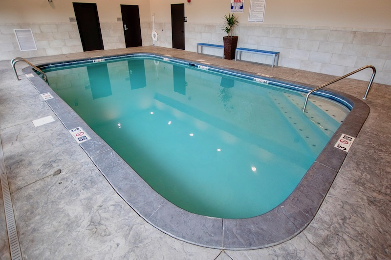 Hotel swimming pool in Amish Country lodging
